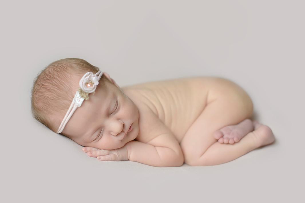 suesse-Babybilder-Hamburg-Homeshooting-Babypose-Kathleen-Welker-Photography