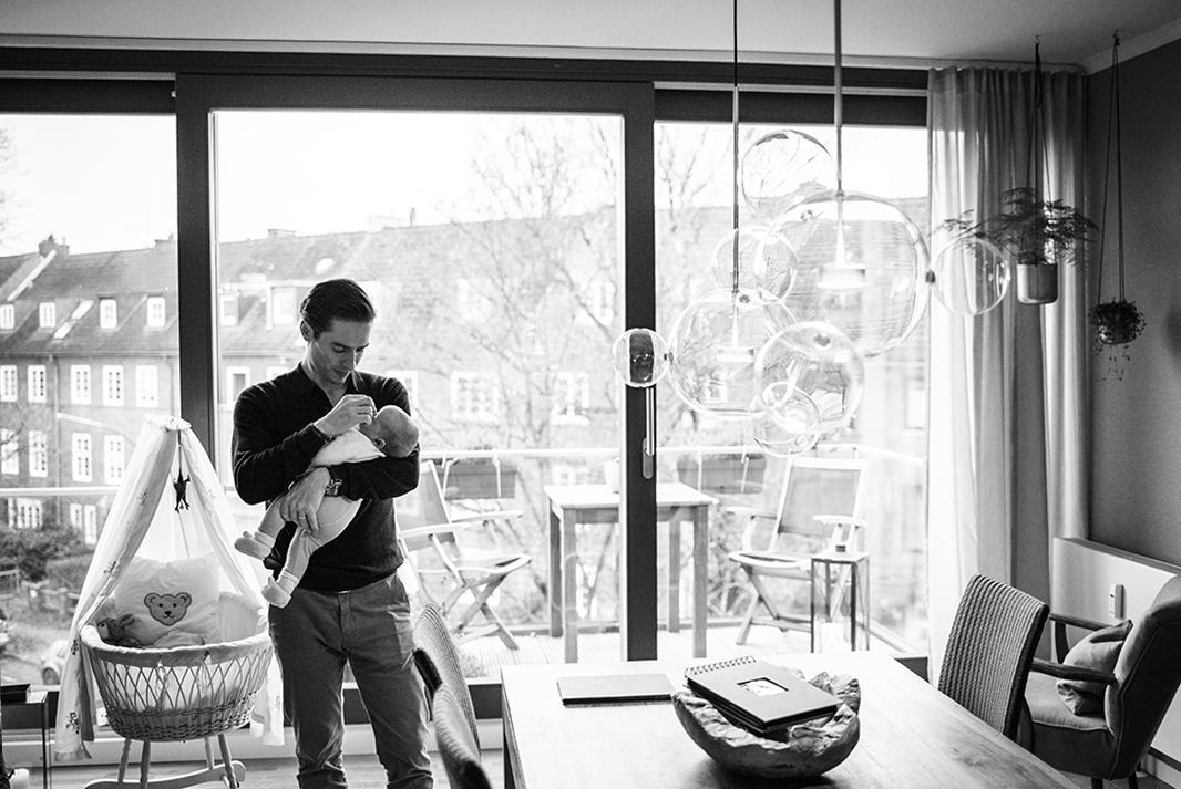 Kathleen Welker ist spezialisiert in natürliche und echte Neugeborenen-, Baby-, Schwangerschafts- und Familienfotografie in Hamburg und Umgebung.  Ich freue mich, deine Portraitsession für dein Baby und Familie zu planen.