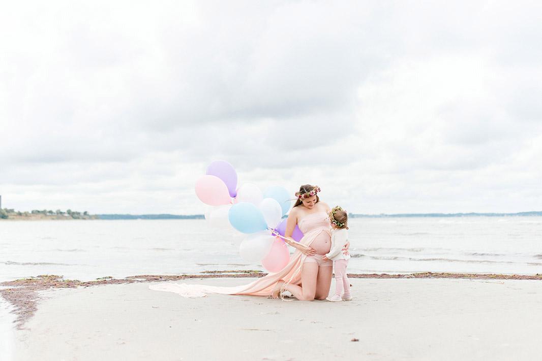 schoene-babybauchbilder-am-strand-ostsee-kathleen-welker-photography
