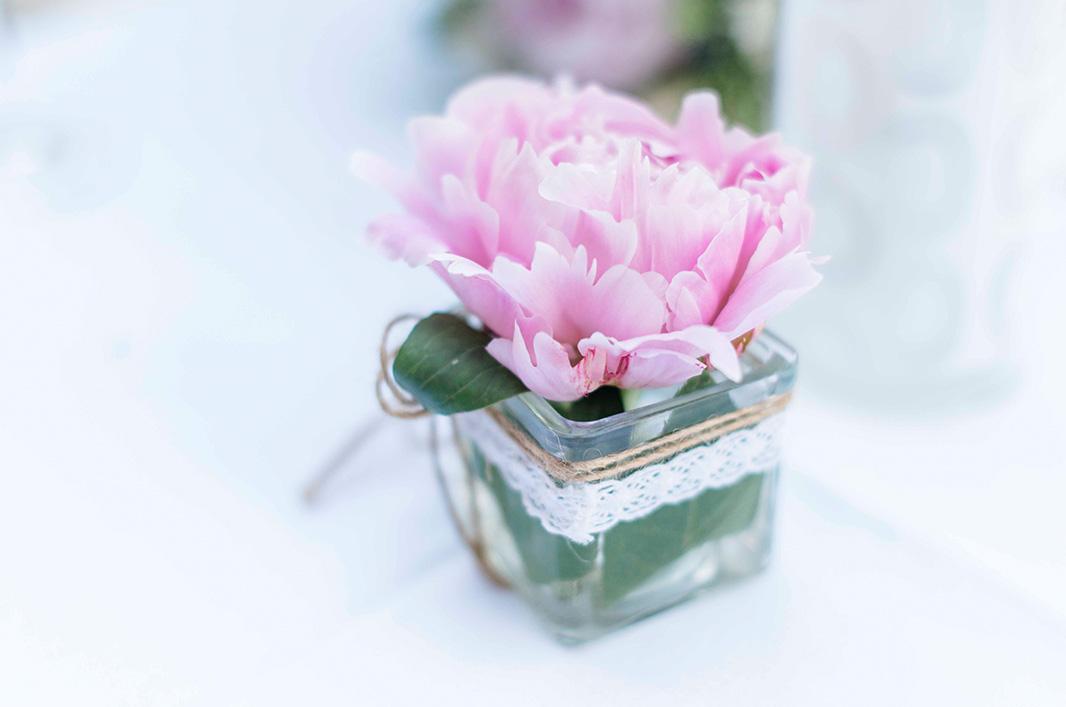 KathleenWelkerPhotography_Hochzeit-am-See-Detailverliebt-frische-Blumen-Hochzeitsdeko-30