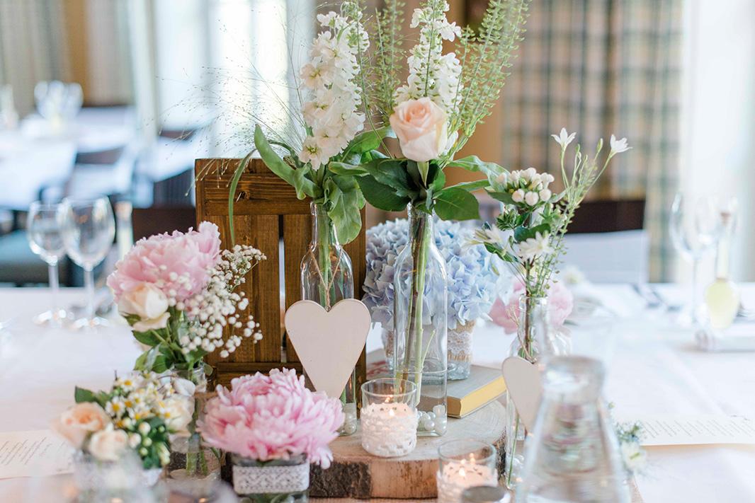 KathleenWelkerPhotography_Hochzeit-am-See-Detailverliebt-frische-Blumen-Hochzeitstorte-43