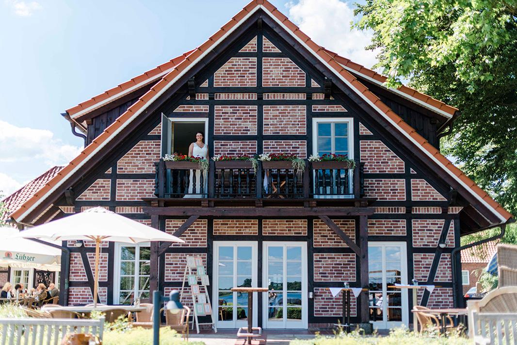 KathleenWelkerPhotography_Hochzeit-am-See-entspanntes-Getting-Ready-Fischhaus-Hotel-Schaalsee-143