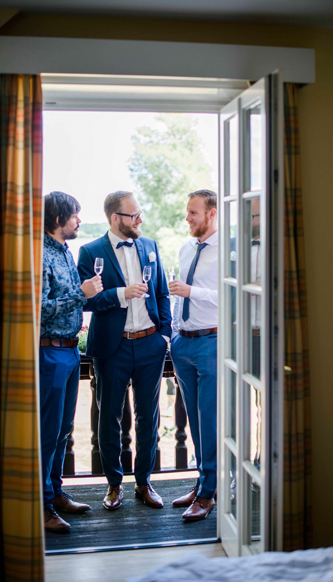 KathleenWelkerPhotography_Hochzeit-am-See-entspanntes-Getting-Ready-Fischhaus-Hotel-Schaalsee-73