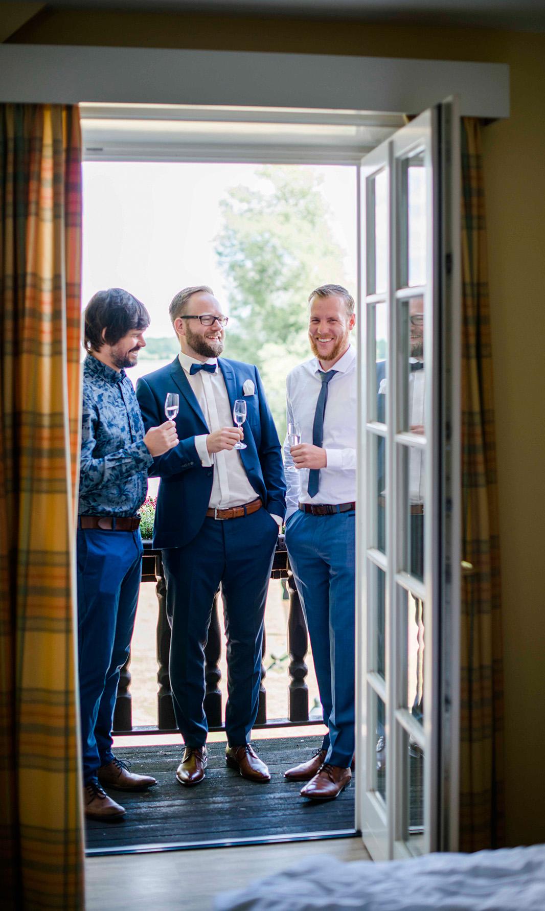 KathleenWelkerPhotography_Hochzeit-am-See-entspanntes-Getting-Ready-Fischhaus-Hotel-Schaalsee-74